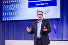 Brian Krzanich, generalni direktor tvrtke Intel Corporation, predstavio je niz mobilnih platformi, uključujući novi ekonomični sustav na čipu (SoC) za telefone, fablet i tablet-uređaje, globalno LTE rješenje, inovativna okruženja za osobno računalstvo te niz partnerstava koja će uroditi novim modelima mobilnih uređaja i mrežne infrastrukture.