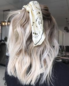 Bouncy Waves - 40 Ash Blonde Hair Looks You'll Swoon Over - The Trending Hairstyle Hair And Harlow, Blonde Wig, Short Blonde Balayage Hair, Blonde Hair With Color, Pretty Blonde Hair, Blonde Hair Scrunchie, Dying Hair Blonde, Cool Toned Blonde Hair, Fall Blonde Hair