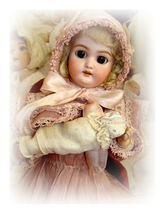 Muñeca de porcelana antigua.
