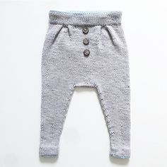 Baggy vårbukse. Den ble så tøff at jeg er igang med en til. Må ha en som passer NÅ! #baggyvårbukse #ministrikk #knit #instaknit #knitforboys #strikke #strikkemamma #guttestrikk #tinesting Knitted Baby Clothes, Baby Hats Knitting, Knitting For Kids, Baby & Toddler Clothing, Baby Kind, My Baby Girl, Baby Outfits, Kids Outfits, Diy Bebe