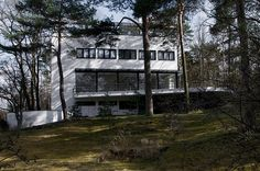 Luckhardt Brothers: Villa built for Herr Kluge, Am Rupenhorn, Berlin (pg 93) 1931