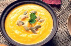 ほんのり甘いバターナッツかぼちゃに、ターメリックが隠し味のおいしいスープレシピ。かぼちゃのβカロチンは免疫力をアップさせることは有名ですね。そんなカボチャに血行を促進する冷え取りスパイス「ターメリック」を加えれば全身ポッカポカ、冷え性や風邪の予防にも効果的ですよ。 #レシピ#料理#健康#オーガニック#ビーガン