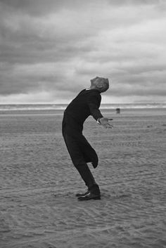 For the September issue of Numero, Peter Lindbergh shot Daphne Groeneveld with French actor Pascal Greggory in this beautiful romantic black and white editorial entitled L'Ange. Peter Lindbergh, Hermann Hesse, Pascal Greggory, Amazing Photography, Portrait Photography, Rodney Smith, Alexander Technique, Poesia Visual, Sarah Moon