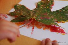 Are you looking for an inexpensive but beautiful craft to do with your kids this fall? I will show you how to make DIY fall leaf prints with kids. Harvest Crafts For Kids, Autumn Crafts, Easy Crafts For Kids, Crafts To Do, Gifts For Kids, Art For Kids, Kid Art, Spring Crafts, Fall Preschool