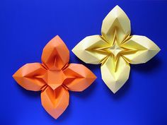 Fiore bombato 3 e variante - Curved flower 3 and variant. Origami, a sheet of copy paper, 21 x 21 cm. Designed and folded by Francesco Guarnieri, September 2009. Crease Pattern: http://guarnieri-origami.blogspot.it/2013/04/fiore-bombato-3.html