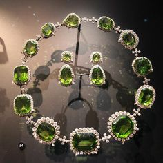 century European peridot and diamond necklace and earrings in the collection of the V&A. Peridot was the favorite gem of King Edward… Peridot Jewelry, Peridot Necklace, Gems Jewelry, Fine Jewelry, Gold Jewellery, Jewellery Holder, Handmade Jewellery, Jewelry Necklaces, Diamond Necklace Set