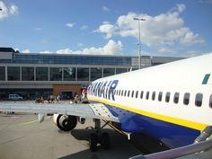 Návod ako na letisko do Budapešti v 2020 a tip na Slovak Lines autobus Budapest, Georgia, Aircraft, Aviation, Plane, Airplanes, Planes, Airplane