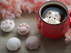 Want: Cat-Shaped Marshmallows That Float To The Top Of Your Drink