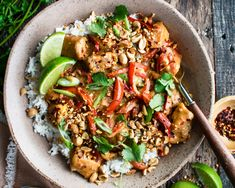 Asian Recipes, Healthy Recipes, Ethnic Recipes, Chicken Over Rice, Thai Peanut Chicken, Spicy Thai, Thai Dishes, Entrees, Dinner Recipes