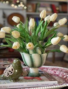 Flower Vases, Flower Arrangements, Flowers, Artichoke, Timeless Fashion, Tulips, Color Schemes, Table Decorations, Create