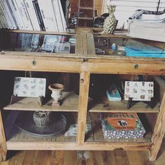 #interior #myplaceofpeace #somuchtoseehere #iwillnevergetbored #old #new #useditem #antique #furniture #books #home #everypiecehasameaning #everypiecehasastory #everypiecehasahistory #