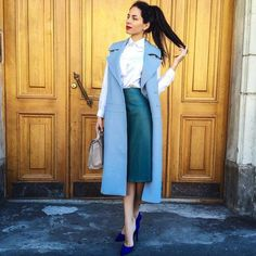 Overcoat with blouse and fitted skirt 2018 Executive Outfit, Fashion Now, Womens Fashion, Sleeveless Coat, Corporate Wear, Stylish Sarees, Professional Wear, Long Blazer, Wool Vest