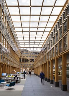 City hall Deventer by Neutelings Riedijk Architects. City Hall Architecture, Architecture Design, Halle, Construction City, Architectural Design Studio, Steel Structure Buildings, Hall Interior, Lobby Design, Building Facade