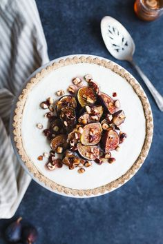 Ginger goat cheese cheesecake encased in a gluten-free vanilla hazelnut tart crust and topped with honey roasted figs and hazelnuts. Desserts Crus, Lemon Desserts, Healthy Dessert Recipes, Delicious Desserts, Tart Recipes, Sweet Desserts, Yummy Recipes, Free Recipes, Strawberry Oatmeal Bars