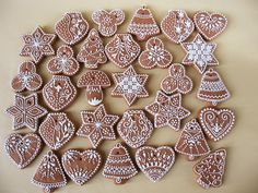 Moha Konyha mézesei Honey Cookies, Iced Sugar Cookies, Christmas Cookies, Christmas Biscuits, Gingerbread Decorations, Christmas Gingerbread, Gingerbread Cookies, Cookie Icing, Royal Icing Cookies