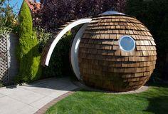 A garden office?  Me encantaría tener un jardín mas grande y allí poner uno de estos para mi taller!