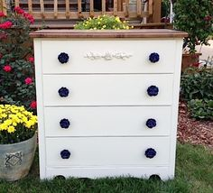 From {createinspire}. Love the purple knobs!