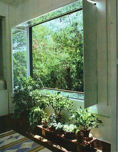 avtavr: © Laurie A. Black / Ortho #mirror #window #gardening #インテリアほぉ...これは新しい!鏡もこういう風に使うと部屋の風景が変わるな。