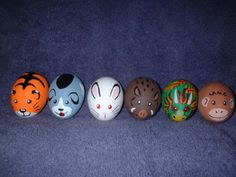 These Easter egg designs range from Star Wars to Ninja Turtles. Geeks have found a way to celebrate Easter and there's no question that they've succeeded. Egg Crafts, Easter Crafts, Holiday Crafts, Easter Egg Dye, Hoppy Easter, Art D'oeuf, Ostern Wallpaper, Easter Egg Designs, Ukrainian Easter Eggs