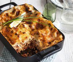 Tonnikalapurkki muuntuu juhlaruuaksi lasagnen täytteenä.