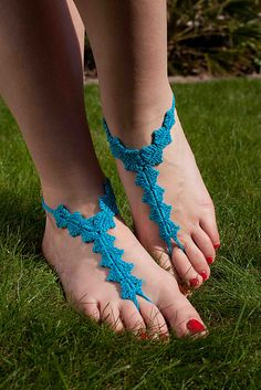 Barefoot sandals-very cute! Pattern in Issue 20 of Inside Crochet, August 2011.