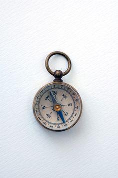 Mosiężny żeglarski kompas, dawny stylowy kompas morski, żeglarski prezent, morski upominek, dekoracja marynistyczna, morski wystrój wnętrz  Sklep.marynistyka.org, Marynistyka.eu, Marynistyka.pl, Marynistyka.waw.pl