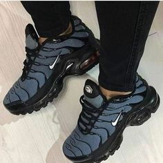 Cute Sneakers, Cute Shoes, Me Too Shoes, Shoes Sneakers, Shoe Boots, Shoes Sandals, Aesthetic Shoes, Fresh Shoes, Sneaker Heels