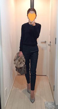 Black knit: Drawer, Green pants: Tomorrowland, Bag: Anya Hindmarch, Grey pumps: Pellico