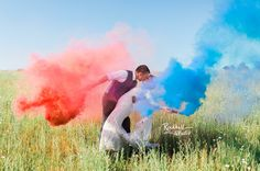 Fourth of July smoke grenades for the bride and groom Wedding Advice, Wedding Pictures, Wedding Planning, Wedding Ideas, Wedding Photography And Videography, Fine Art Wedding Photography, July 4th Wedding, Pre Wedding Photoshoot, Wedding Groom