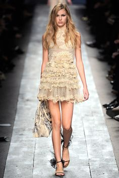 Valentino Spring 2010 Ready-to-Wear Fashion Show - Keke Lindgard