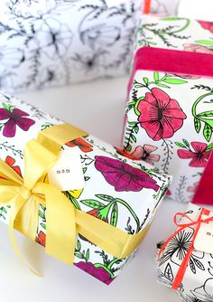 FREE printable floral coloring wrapping paper (- perfect for mother's day)