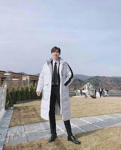 Adorable Lee Jong Suk My flower boy🤗 Han Hyo Joo Lee Jong Suk, Lee Jong Suk Cute, Lee Jung Suk, Lee Dong Wook, Korean Men, Korean Actors, Lee Jong Suk Wallpaper, Strong Woman Do Bong Soon, W Two Worlds