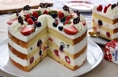 Tort cu frisca, iaurt si fructe - reteta video | JamilaCuisine Romanian Food, Pie Cake, Cake Decorating, Cheesecake, Ice Cream, Sweets, Cooking, Healthy, Desserts