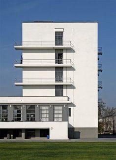 Bauhaus School, Dessau, 1925 // designed by the architect/director of school Walter Gropius Berlin Architecture, Le Corbusier Architecture, Classical Architecture, Amazing Architecture, Art And Architecture, Foster Architecture, Architecture Awards, Design Bauhaus, Bauhaus Art