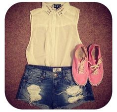 Chiffon top and ripped shorts with pink vans! First Day Of School Outfit, School Outfits, Girl Fashion, Fashion Looks, Ripped Shorts, Types Of Fashion Styles, Passion For Fashion, Spring Summer Fashion, Dress To Impress