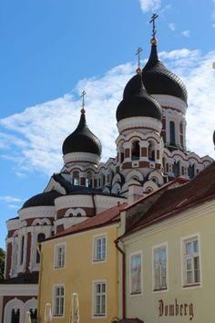 The best 8 MUST SEE sights for your trip to Tallinn - The Great Ambini European Travel, The Best, Taj Mahal, Things To Do, Mansions, Architecture, House Styles, Building, Places