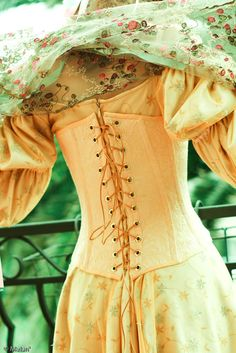Star Wars: episode II. Padme Amidala Naboo Picnic Dress - back lacing detail.