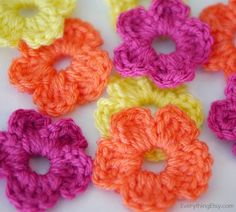 The Easiest Crochet Flowers - Pattern - EverythingEtsy.com
