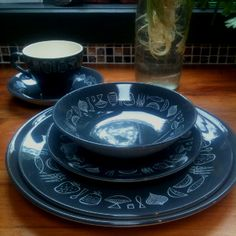 Lovely to see a full place setting. Kiwiana, Dinnerware, Tea Cups, Porcelain, Pottery, Crown, Plates, Place Setting, Tableware
