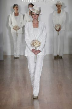 Loving this Sex & The City pant suit wedding look. I would rather a gown but this is pretty. Wedding Pants, Wedding Tux, Wedding Guest Style, Classic Wedding Dress, Wedding Attire, Wedding Ideas, Wedding Decor, Bridal Party Dresses, Wedding Dresses 2014