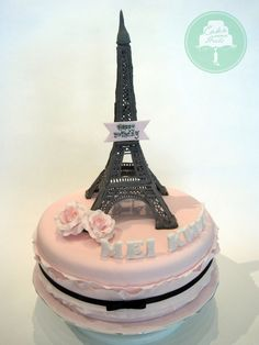 Eiffle tower cake. I love it!!