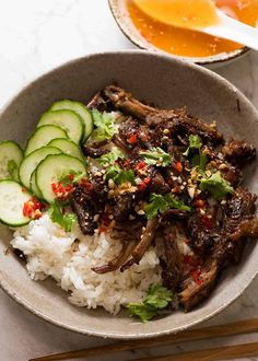 nice Caramelised Vietnamese Shredded Beef served over rice with lime wedges, cucumber, chilli and peanuts with Nuoc Cham sauce medianet_width = medianet_height = medianet_crid = medianet_versionId = (function() { var isSSL = 'https:'. Dinner Entrees, Dinner Recipes, Healthy Eating Tips, Healthy Recipes, Healthy Vietnamese Recipes, Healthy Cooking, Plats Healthy, Vietnamese Cuisine, Vietnamese Pho