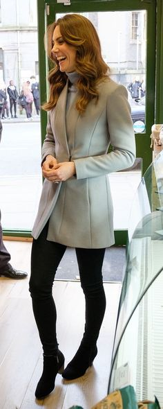 12 Feb 2020 - The Duchess of Cambridge visits Social Bite Café in Aberdeen, Scotland Duchess Kate, Duke And Duchess, Duchess Of Cambridge, Kate Middleton Outfits, Kate Middleton Style, Celebrity Travel, Celebrity Couples, Celebrity News, Before And After Marriage
