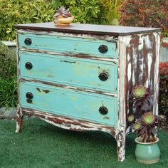 chalk painted furniture ideas | Beachy dresser painted with Annie Sloan Chalk Paint by Mak & Jill