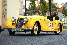 Fotogalerie: Aero 30 se právem řadí mezi nejkrásnější československé automobily. Classic Sports Cars, Classic Cars, Sport Cars, Race Cars, Vintage Cars, Antique Cars, The Twenties, Automobile, Models