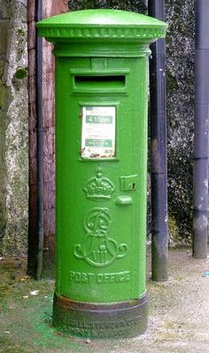 Irish Post Office Box: Note the crowned cipher of King Edward VII (1901-1910) Originally painted a bright red, the Irish simply painted the post boxes a cheery patriotic shade of GREEN after the founding of the Republic in 1922. You've Got Mail, Fun Mail, Go Green, Green Colors, Colours, Bright Green, Post Bus, Shades Of Green, Favorite Color