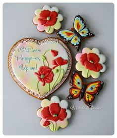 Набор полностью Все пряничные сердца можно найти по хэштегу #сердцеМР #royalicingcookies #gingerbread #decoratedcookies #cookiedecoration #sugarart #пряник #пряники #имбирноепеченье #имбирныепряники #пряникалматы #пряникиалматы #пряничнаякартина #пряничнаяоткрытка Fancy Cookies, Valentine Cookies, Iced Cookies, Biscuit Cookies, Cute Cookies, Easter Cookies, Birthday Cookies, Yummy Cookies, Cupcake Cookies