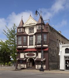 """No matter how you say it, it translates to: Wisconsin! """"Bottoms Up: A Toast to Wisconsin's Historic Bars & Breweries"""" celebrates Wisconsin's taverns and ..."""