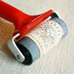 ~Do your own lace stamping roller with a piece of vintage lace ♥ Could use this in some of your polymer clay projects~ Pottery Techniques, Art Techniques, Clay Projects, Diy Projects To Try, Arts And Crafts, Paper Crafts, Diy Crafts, Fabric Crafts, Stencils