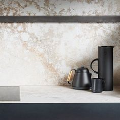 New 2018 Design Excava featured as a back benchtop and splashback combined with the latest concrete designs from The Metropolitan Collection _____ Discover More New 2018 Designs New Kitchen, Kitchen Decor, Kitchen Ideas, Island Kitchen, Pearl Beach, Bungalow Renovation, Luxury Kitchen Design, Kitchen Benches, Concrete Design